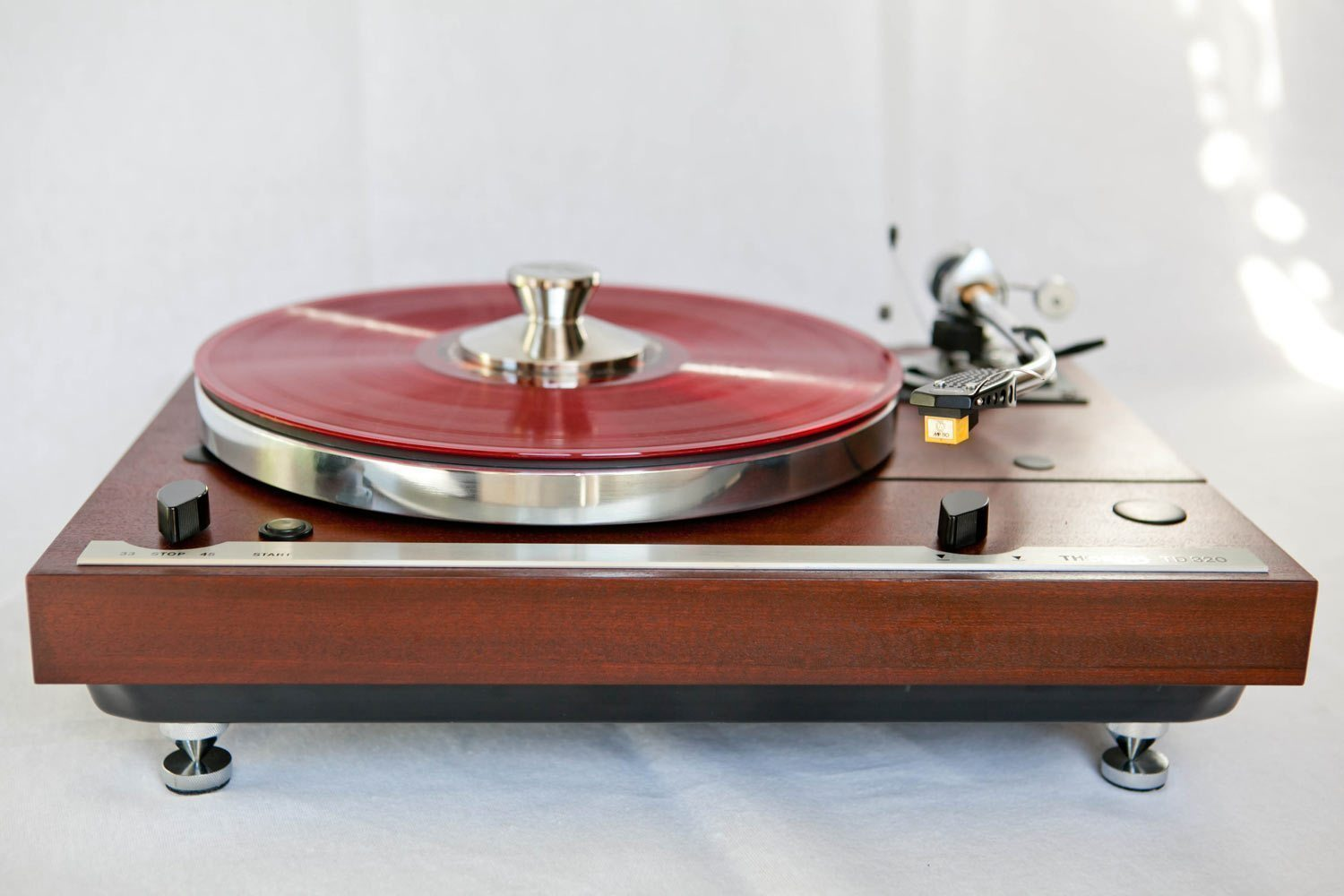 Thorens TD 320 - Monoment Vintage Turntables